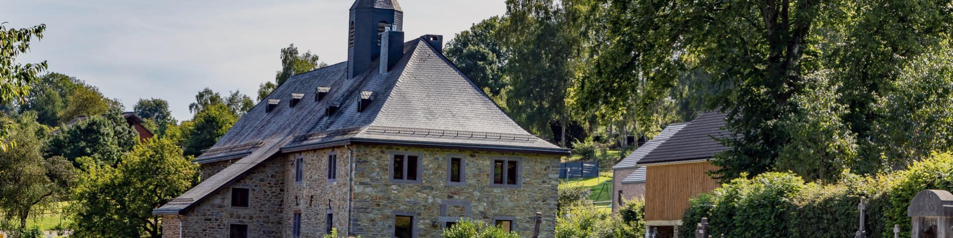 francheville-village-stavelot-nature-église-route-vert-arbres