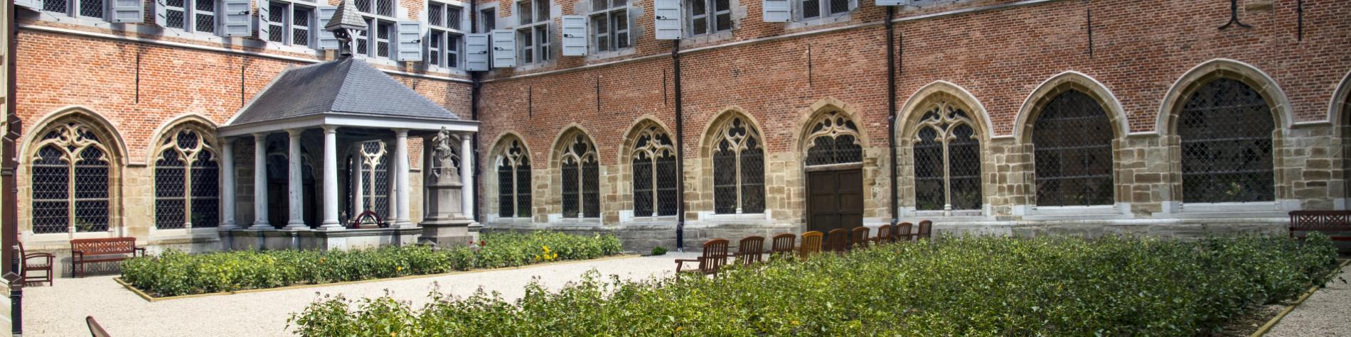 Découvrez le jardin du cloître et jardin des simples de l'hôpital Notre-Dame à la Rose, à Lessines