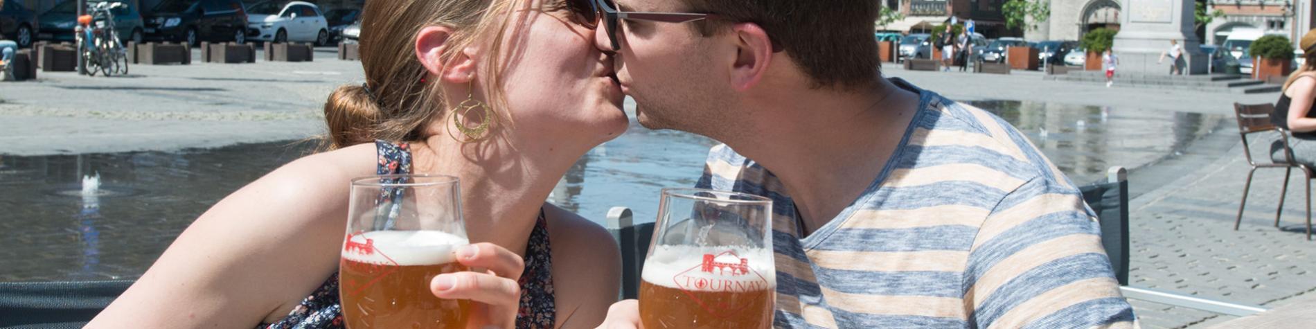 couple - grand-place - Tournai - terrasse - bière