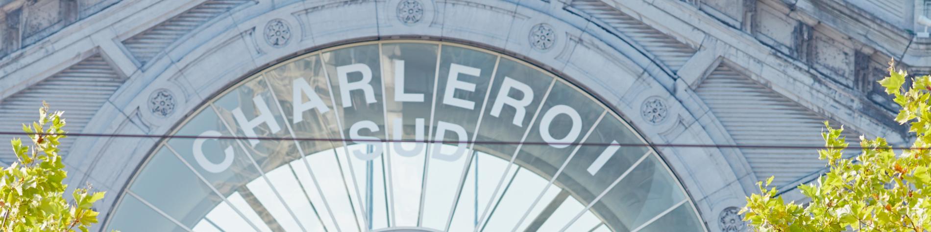 Monuments - Ville - Gare - Couple jeune - Transport ferroviaire - Charleroi