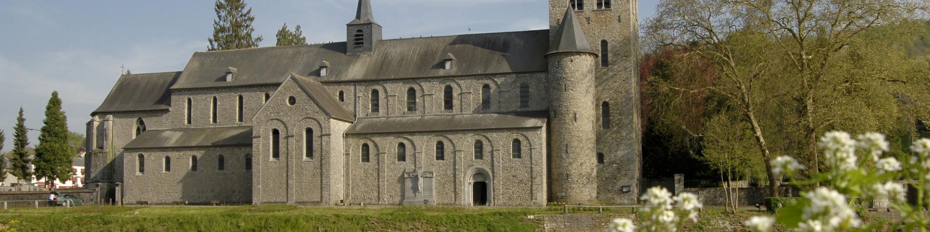 Abbatiale Saint-Pierre à Hastière-par-Delà