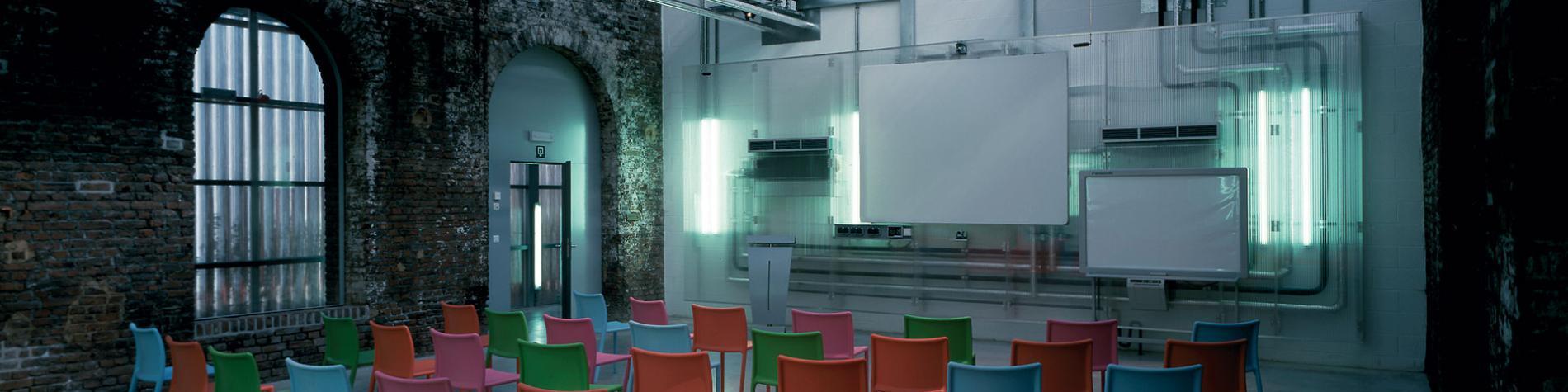 salle en théâtre avec toit en verre