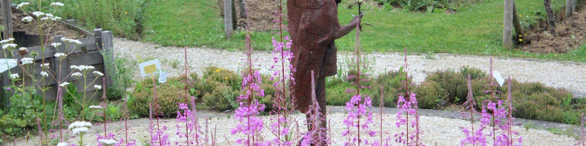 Maison des plantes médicinales - Flobecq - Vue du jardin et sentier d'art
