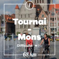 Deux cyclistes sur la place de Tournai