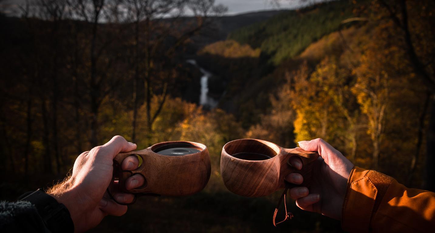 Tasse en bois au cheslé au dessus de l'Ourthe